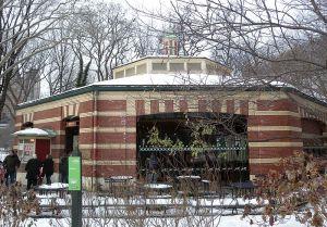 800px-Central_Park_Carousel_snow_jeh